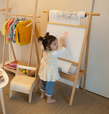 Drawing shelf, drawing, easel, children, children's room, drawing roll paper